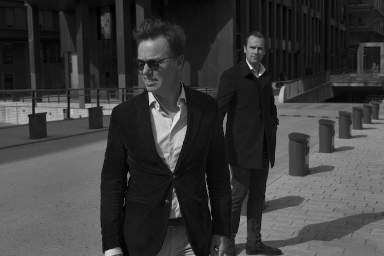 Frederik og Olav fotografert på Tjuvholmen